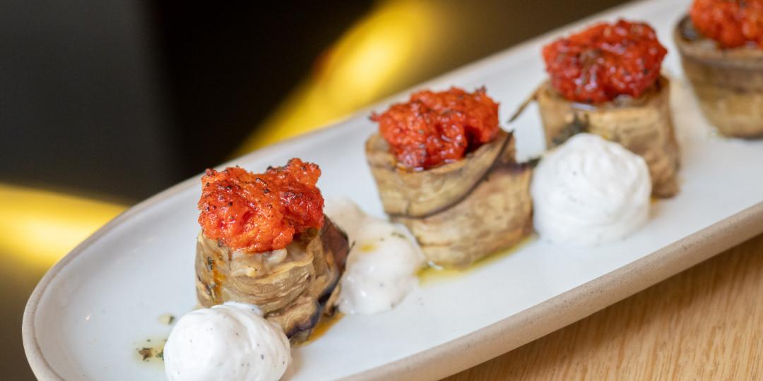 Maki roll d'alberginia: sobrassada, mel i pecorino tofonat