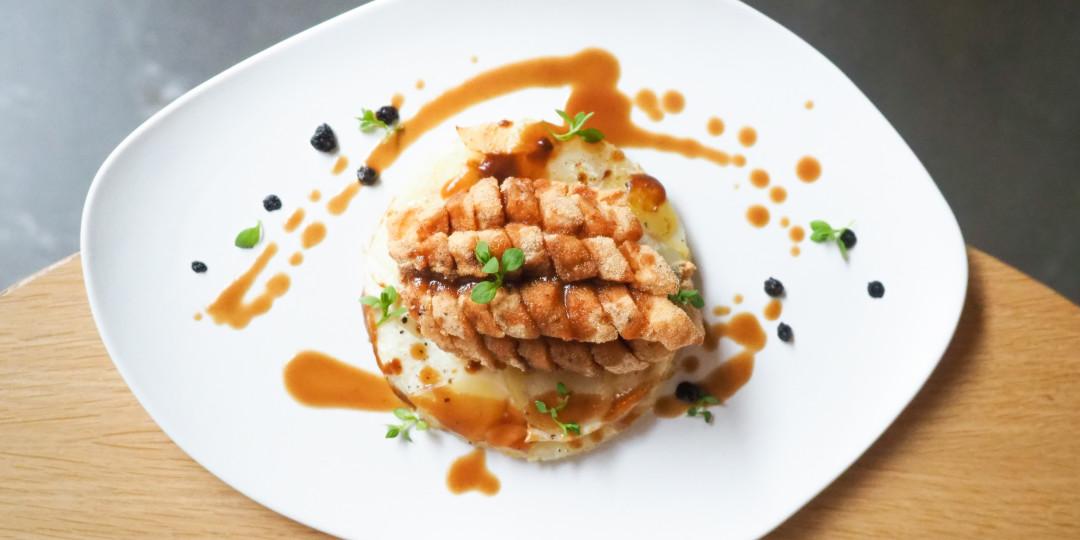 Llobarro Fried Mint: fregit a l'andalusa, pebre, céleri i patata