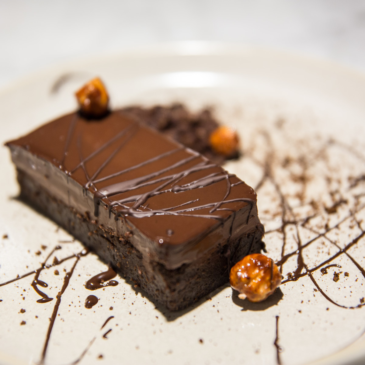 Chocoaddict: pastel meloso de chocolate con avellanas