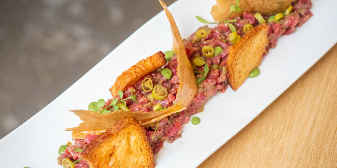 Steak tartare ecològic: piparra i torrades de croissant (150gr)